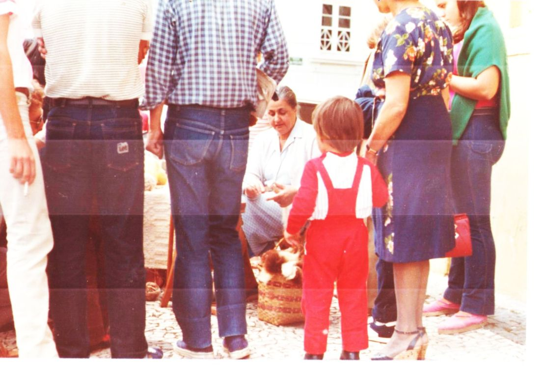 Zélia na feira antiga 3